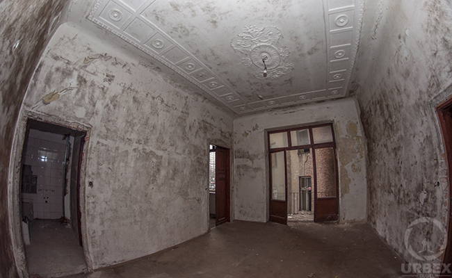 inside of abandoend tement house