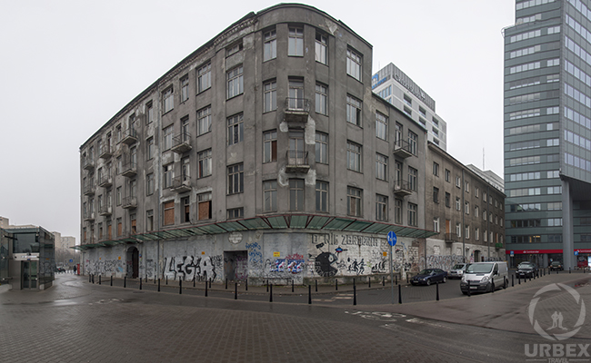 A creepy building or a piece of art? – Abandoned building in the center of Warsaw