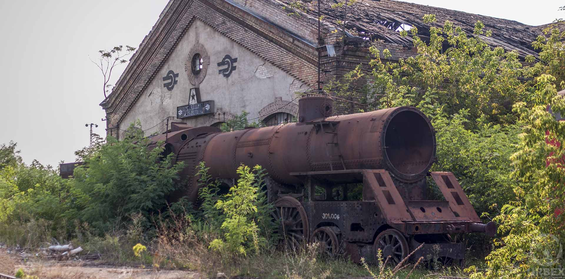 Urbex in Istvántelek Red Star Train Graveyard