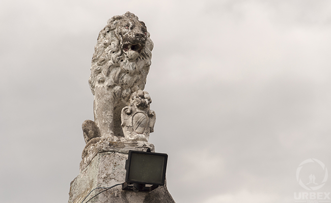 Lion monument on urbex
