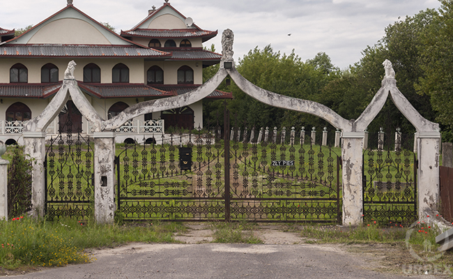 abandoned china house in warsaw