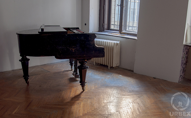 piano in an abandoned palace in budapest