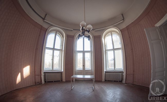 light empty room in anabandoned palace in Budapest
