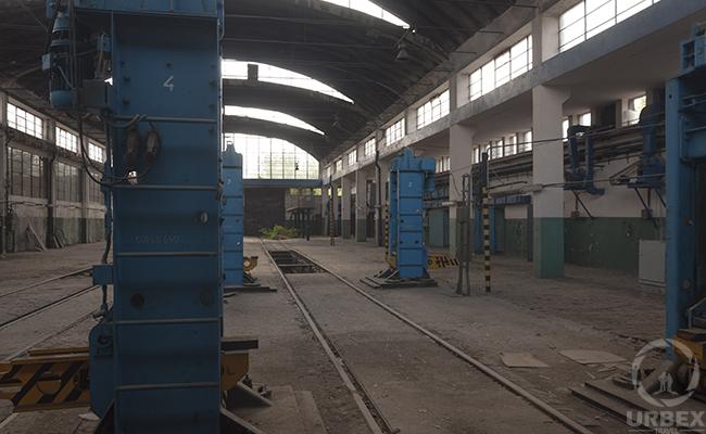 heavy blue railway machines