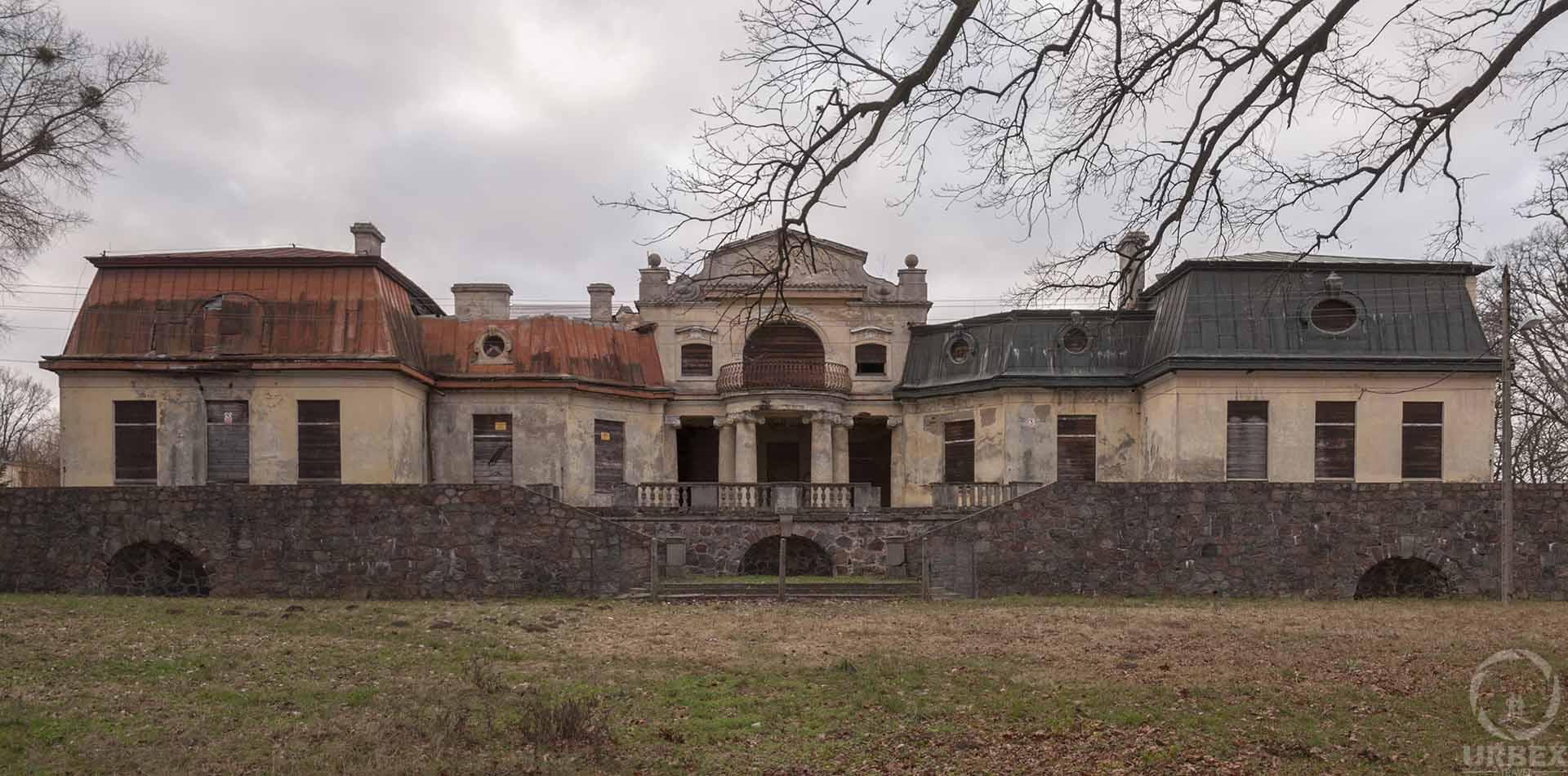 abandoned mansion in bratoszewice