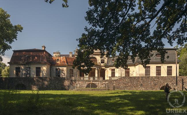 abandoned palace bratoszewice
