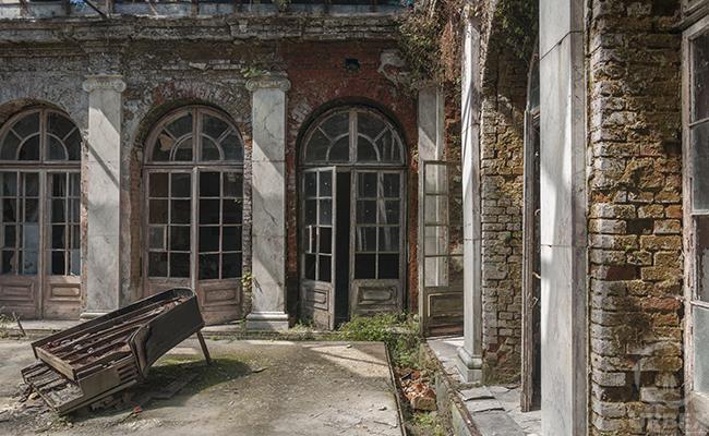 piano patio palace