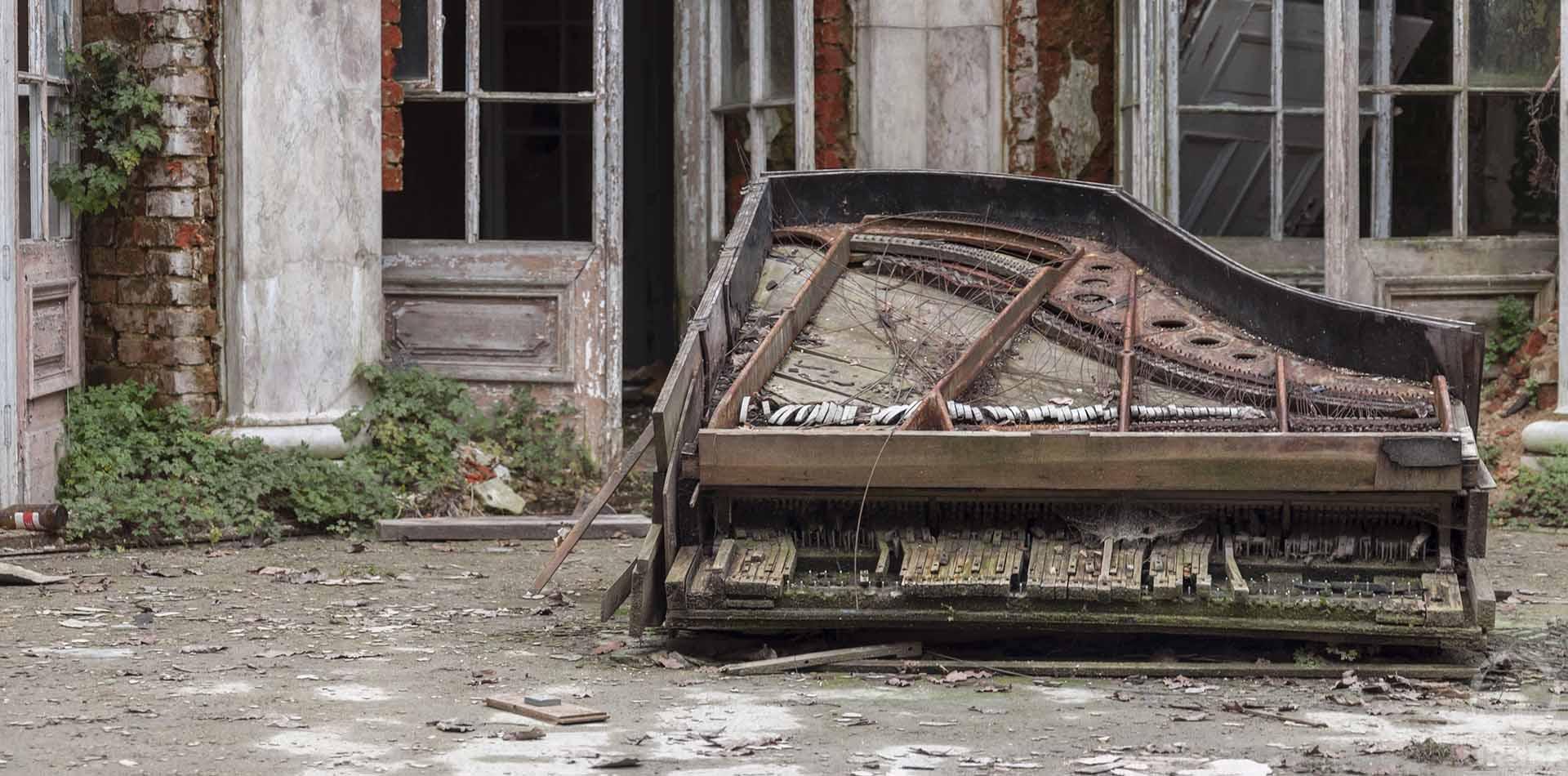 abandoned piano palace in bratoszewice