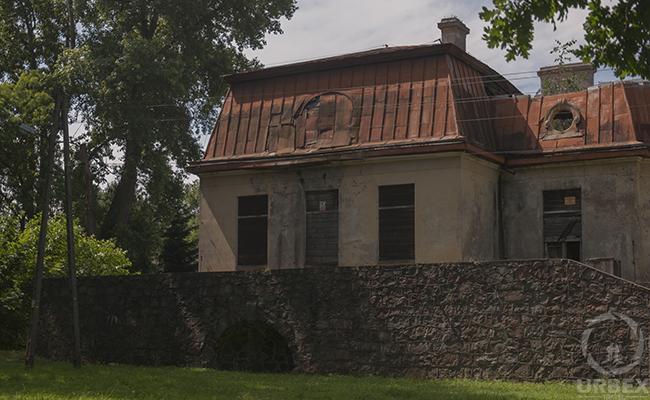 palace ruins brtoszewice