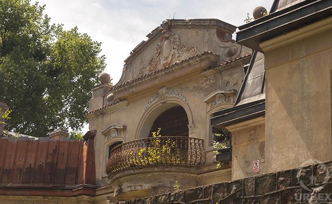 abandoned palace on urbex photography