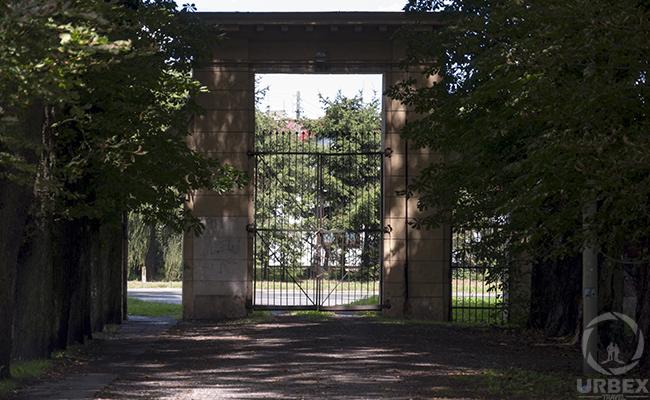 gate of an abandoned palace
