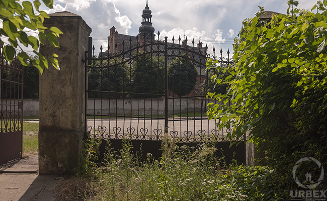 rusty gate of an abandoned palace in poland