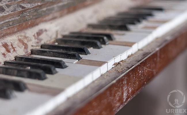 urbex piano in poland