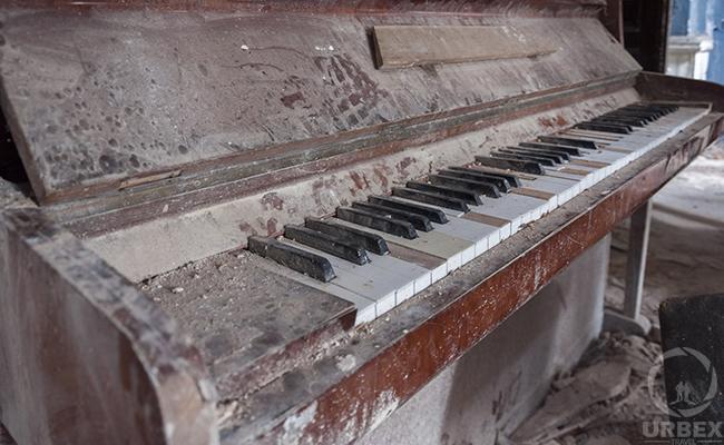 piano on urbex