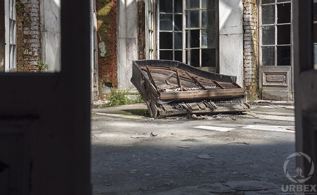 piano in patio in abandoned palace in poland