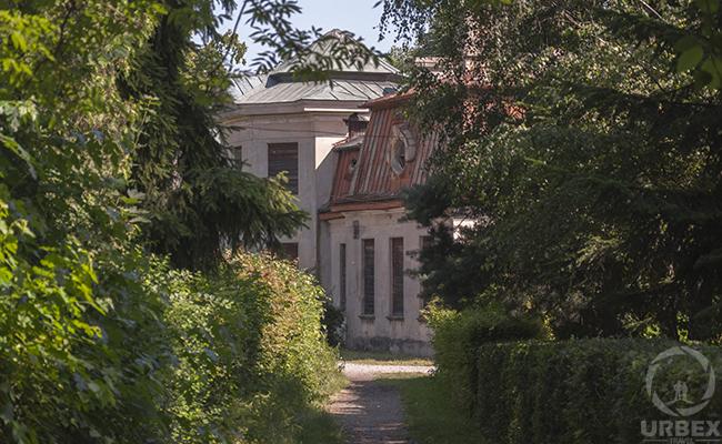 forgotten mansion in poland