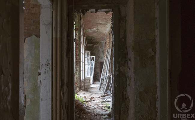 the art of decay in an abandoned palace