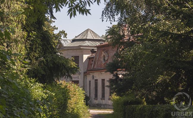 abandoned palace bratoszewice in poland
