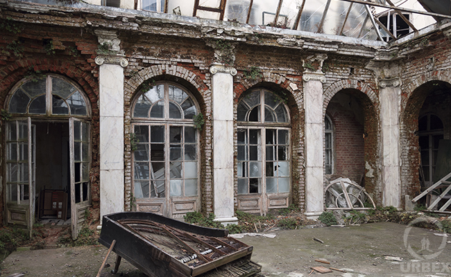 piano on urbex in europe