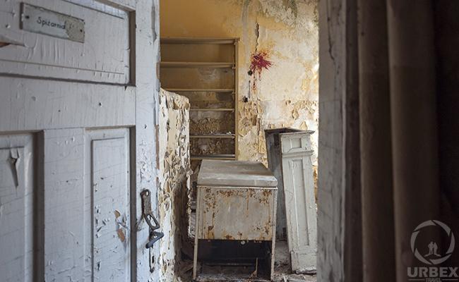 forgotten foom in abdndoned mansion
