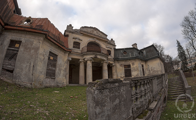 forgotten palace in europe