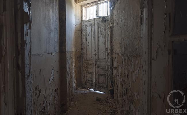 broken doors on urbex