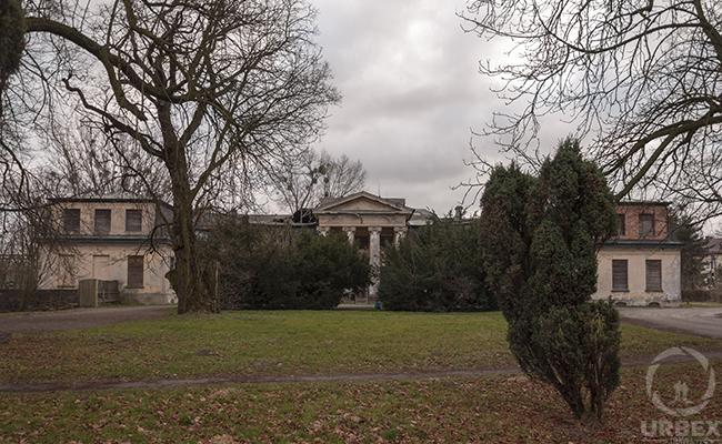 old bratoszewice palace in poland