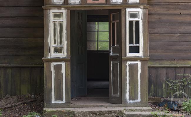 forgotten houses in Kampinos