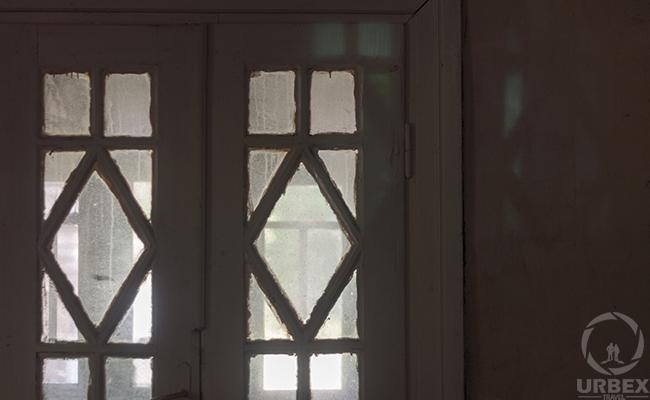 windows in the murderer's abandoned house