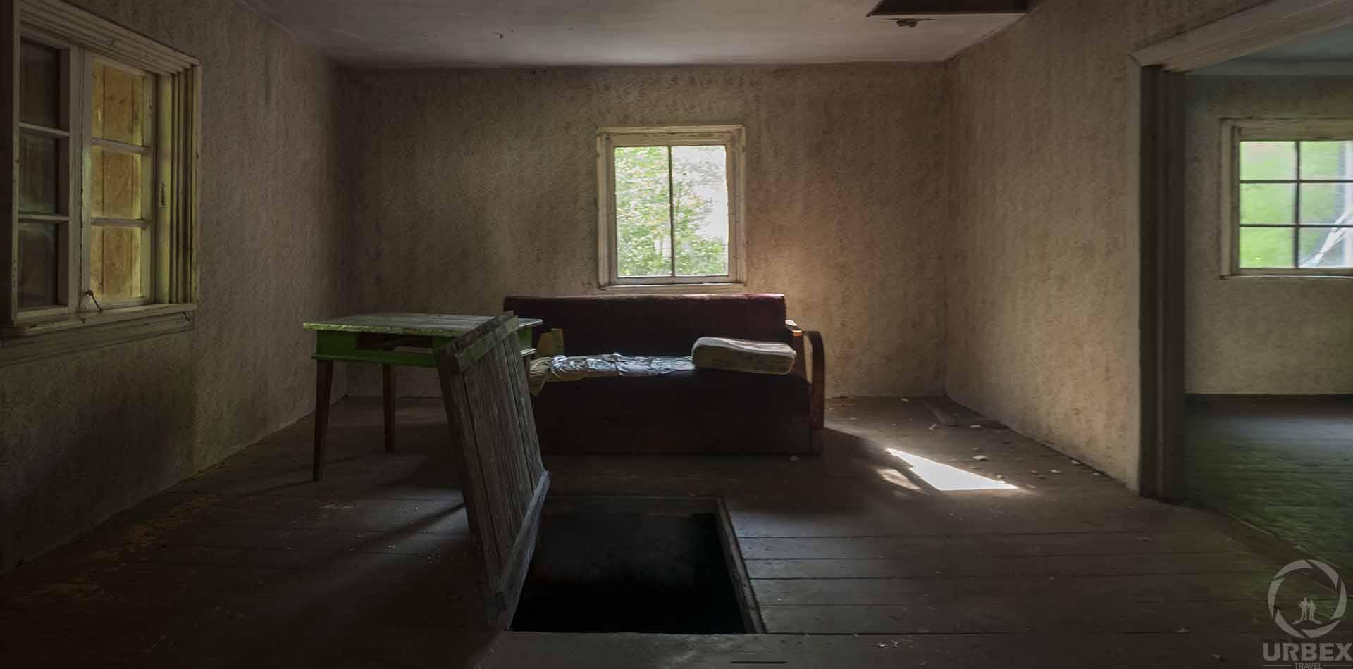 opuszczona nawiedzona leśniczówka z horroru w polsce