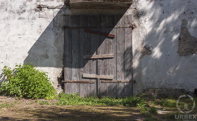 broken doors in an abandoed building