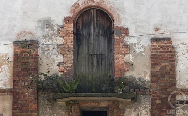 wooden door rust