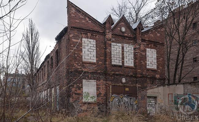 abandoned brick building between montezuma and savannah ny