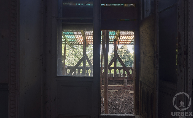 balcony in an abandoned palace in Pilica