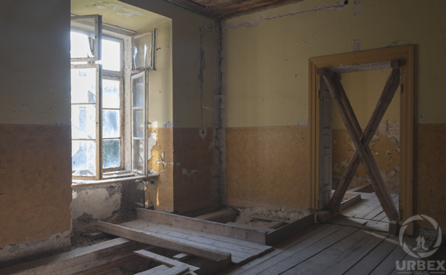 dangerous cnstuction in an abandoned building