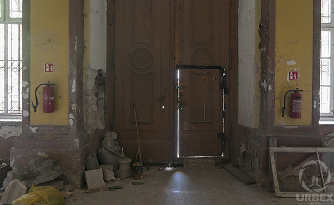 woodemn doors in an abandoned chateau