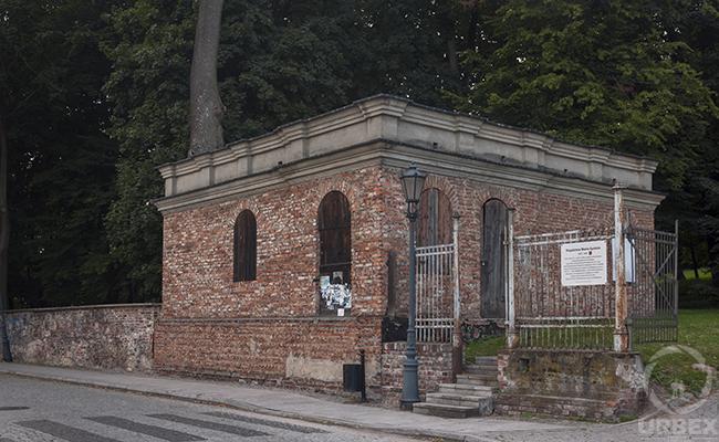a fortress near an abandoned palace