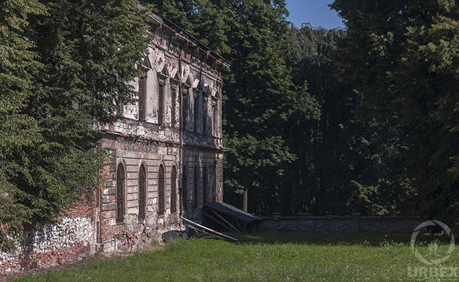a forgotten old castle