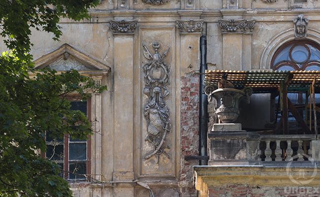 a banlcony in italian style