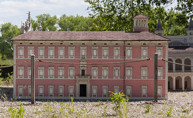 abandoned mansions for sale