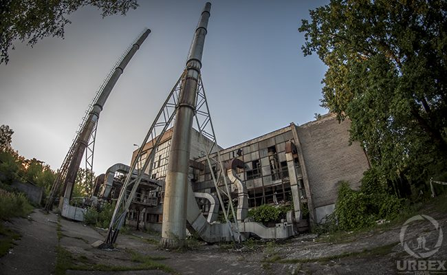 urbex in an abandoned building with a chimney