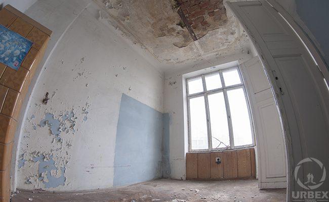 urbex decayed room