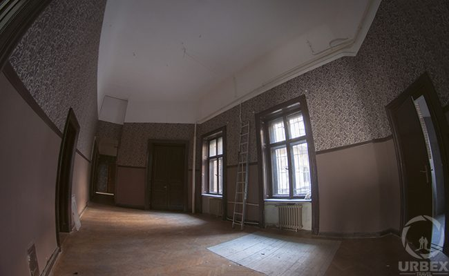 urbex in an abandoned palace